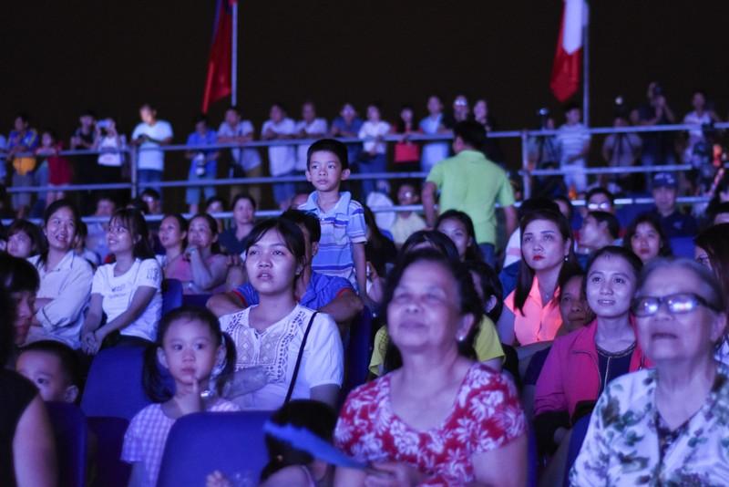 Dân cố đô náo nức xem tổng duyệt khai mạc Festival Huế - ảnh 10