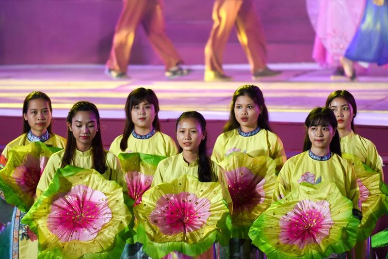 Dân cố đô náo nức xem tổng duyệt khai mạc Festival Huế - ảnh 6