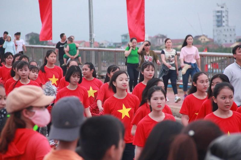 Ngắm dàn người đẹp diễu hành trên đường phố Đồng Hới - ảnh 10