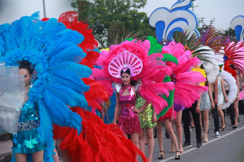 Ngắm dàn người đẹp diễu hành trên đường phố Đồng Hới - ảnh 6