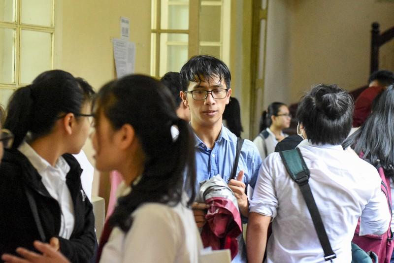 Thí sinh Huế đội mưa đi làm thủ tục dự thi THPT quốc gia - ảnh 8