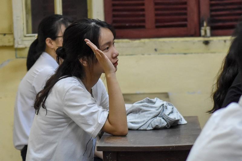 Thí sinh Huế đội mưa đi làm thủ tục dự thi THPT quốc gia - ảnh 13