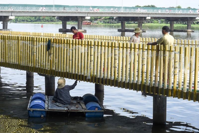 Cận cảnh con đường gỗ lim hàng chục tỉ bên sông Hương  - ảnh 3