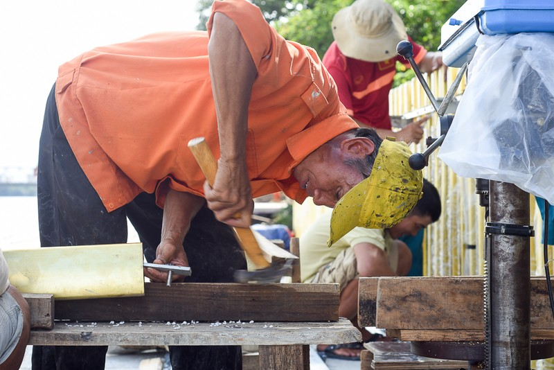 Cận cảnh con đường gỗ lim hàng chục tỉ bên sông Hương  - ảnh 5