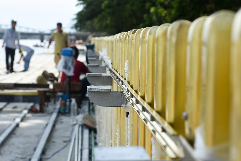 Cận cảnh con đường gỗ lim hàng chục tỉ bên sông Hương  - ảnh 6