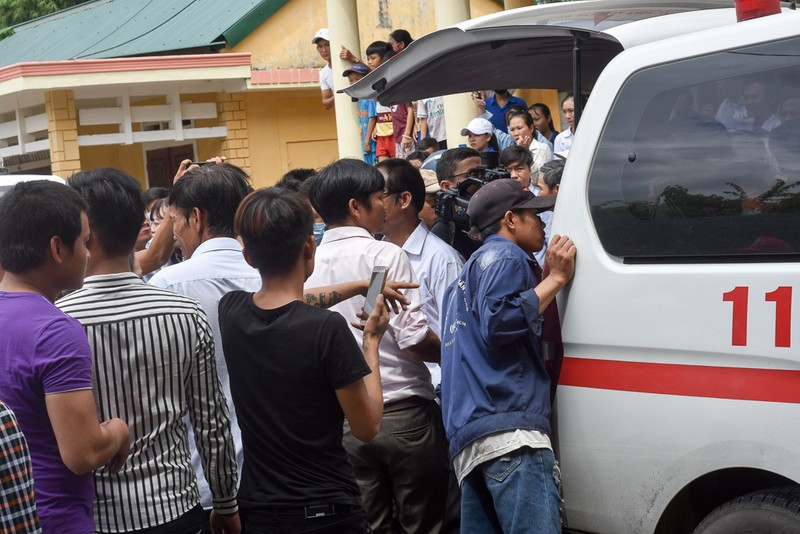 Đám tang nhói lòng 12 người trong họ vụ xe rước dâu gặp nạn - ảnh 3