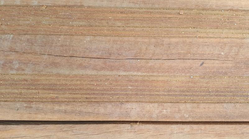 Đường đi bộ gỗ lim ở Huế xuất hiện nhiều vết nứt - ảnh 1