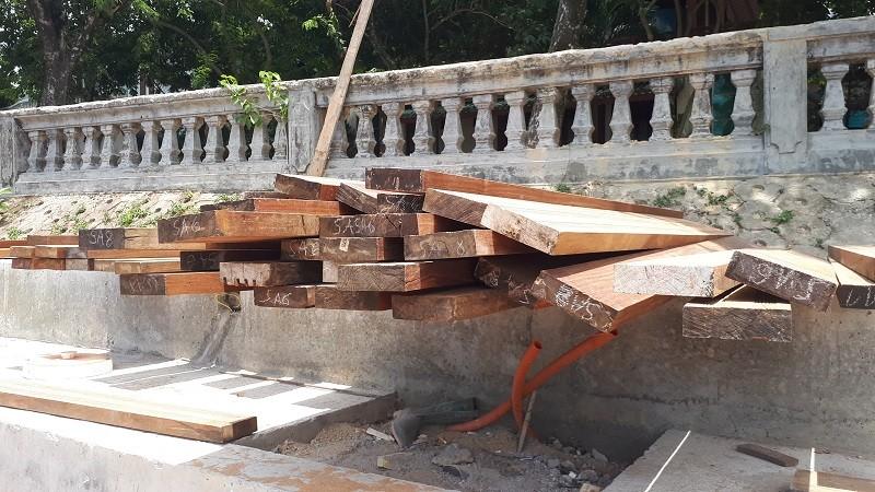 Đường đi bộ gỗ lim ở Huế xuất hiện nhiều vết nứt - ảnh 6
