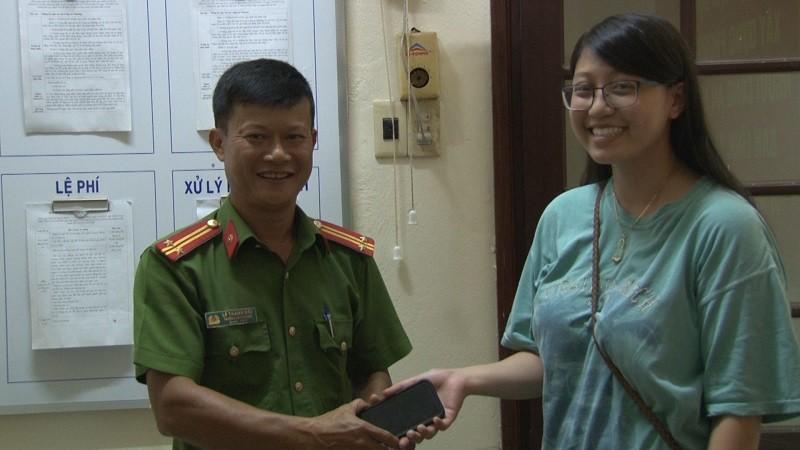 Trao trả tài sản cho Việt kiều Mỹ bỏ quên tại Huế - ảnh 1