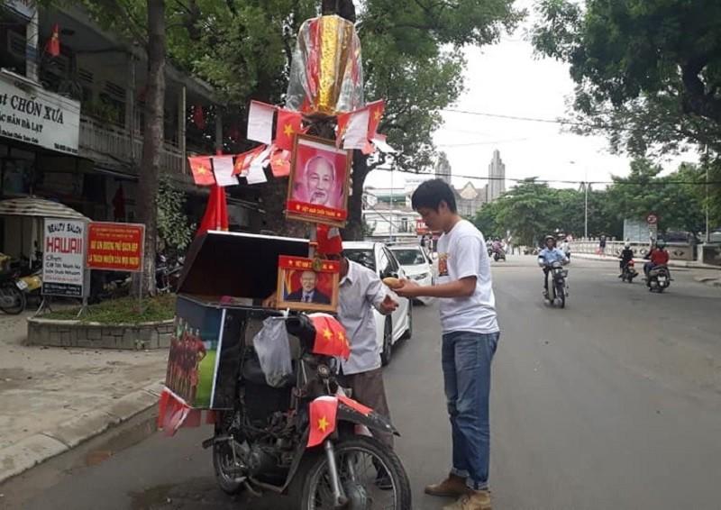 Độc chiêu cổ vũ Olympic Việt Nam của người đàn ông bán bánh mì - ảnh 2