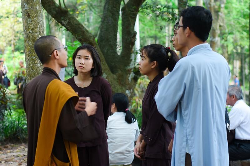 Phật tử đổ về chùa mong gặp thiền sư Thích Nhất Hạnh - ảnh 5