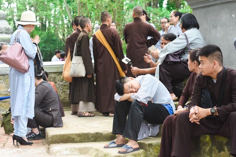 Phật tử đổ về chùa mong gặp thiền sư Thích Nhất Hạnh - ảnh 7