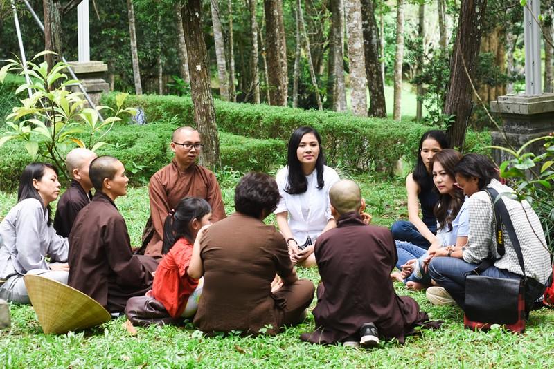 Phật tử đổ về chùa mong gặp thiền sư Thích Nhất Hạnh - ảnh 8