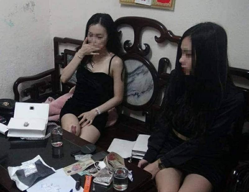 2 thiếu nữ trẻ đẹp bị bắt vì tàng trữ ma túy trái phép - ảnh 1
