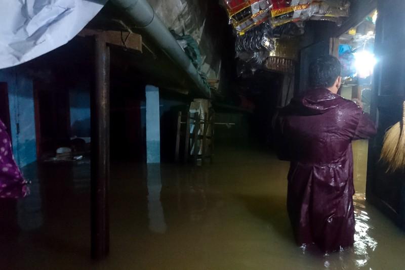 Nhiều nơi tại Quảng Trị ngập sâu sau trận mưa xối xả - ảnh 5