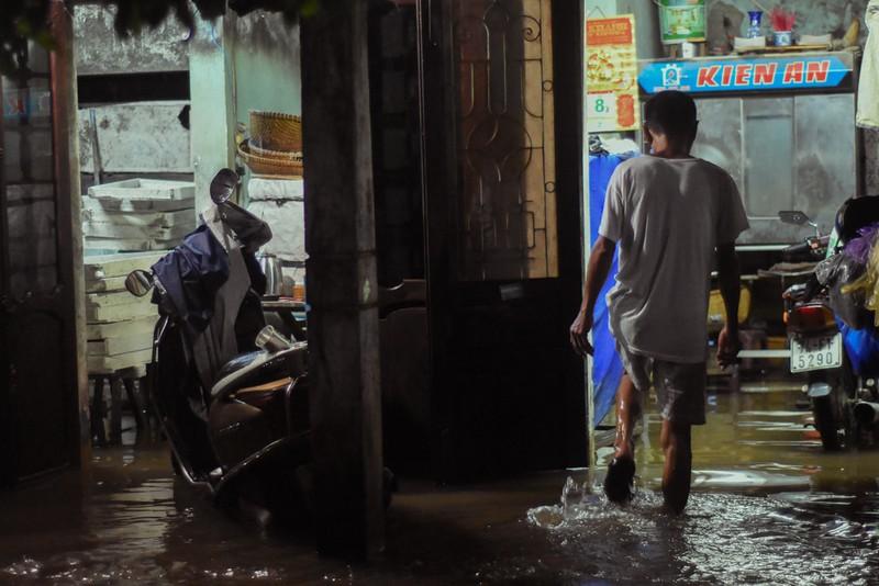Nhiều nơi tại Quảng Trị ngập sâu sau trận mưa xối xả - ảnh 6