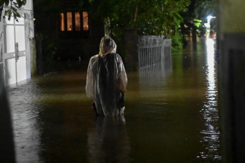 Nhiều nơi tại Quảng Trị ngập sâu sau trận mưa xối xả - ảnh 14