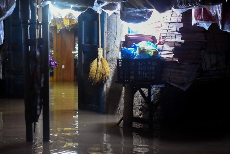 Nhiều nơi tại Quảng Trị ngập sâu sau trận mưa xối xả - ảnh 8