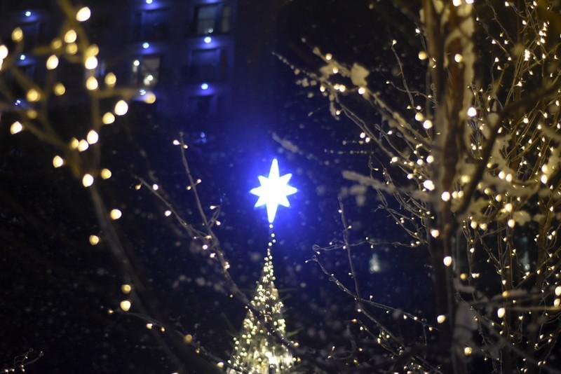 Giời trẻ thích thú check in với  'tuyết rơi' đêm giáng sinh - ảnh 5