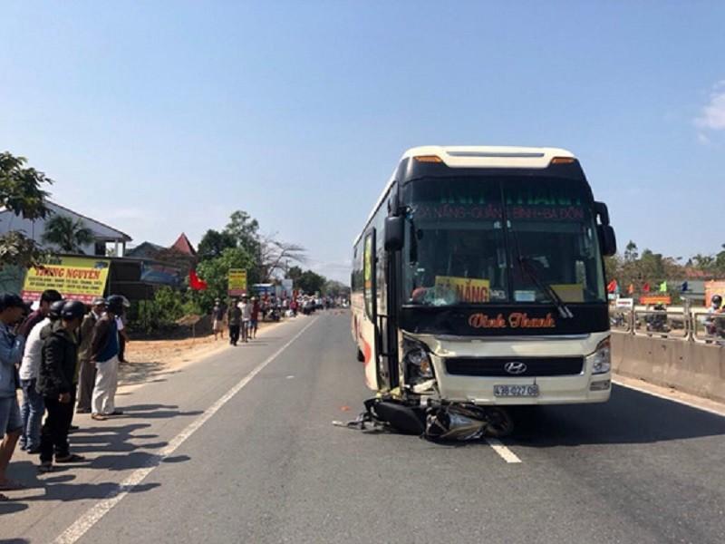 Khởi tố tài xế xe khách tông xe máy khiến 2 cha con tử vong - ảnh 1