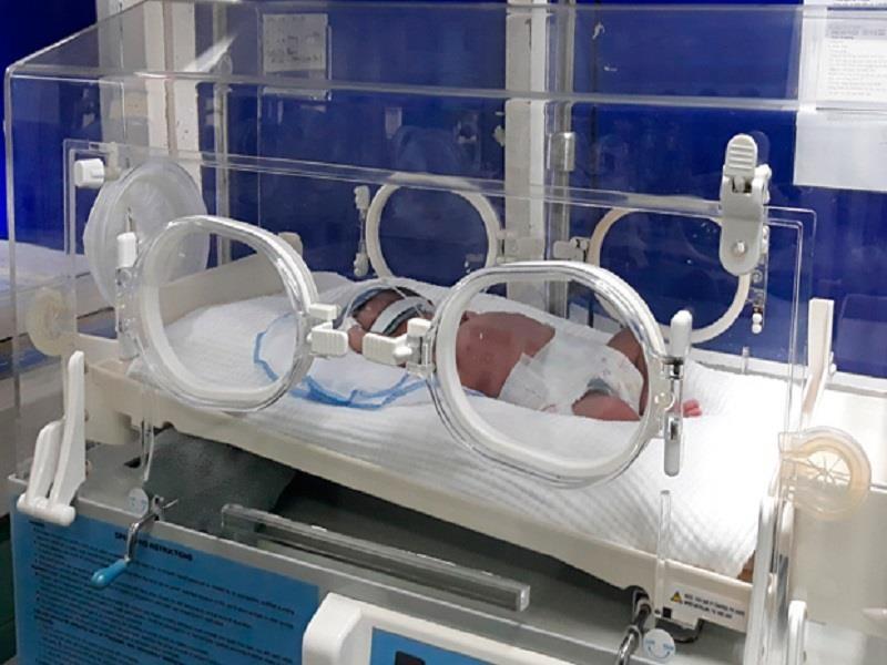 Nữ sinh Quảng Bình tự sinh em bé rồi bỏ lại trong nhà vệ sinh - ảnh 1