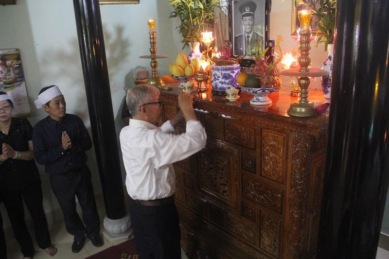 Người thân ở quê hương khóc tại lễ viếng Đại tướng Lê Đức Anh - ảnh 5