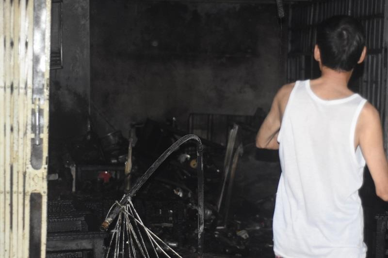 Xưởng gỗ, quán cafe ở Huế bốc cháy trong đêm - ảnh 2