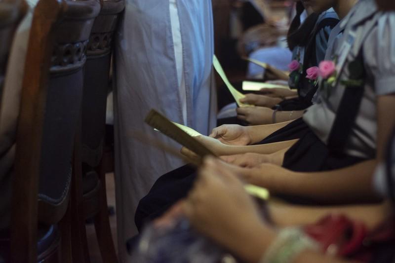 Xúc động nghi thức 'bông hồng cài áo' mùa Vu lan - ảnh 15