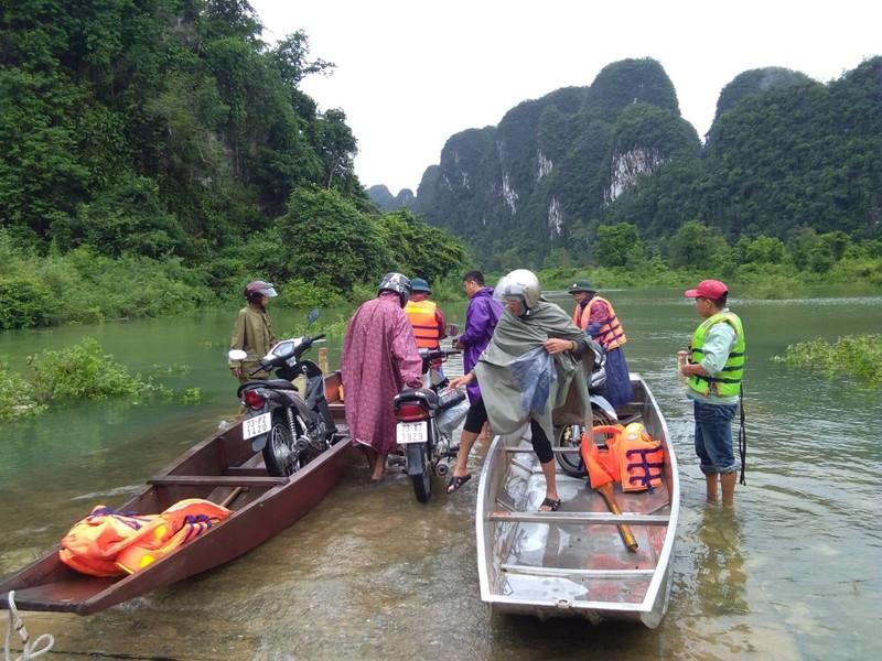 Lũ chia cắt nhiều nơi ở Quảng Bình, Quảng Trị - ảnh 2