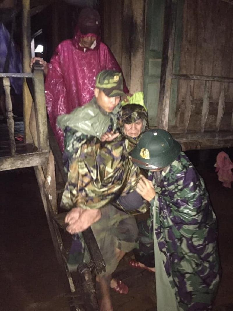 Lũ cuốn cầu trơ móng, nhiều nơi ở Quảng Trị vẫn chia cắt - ảnh 3