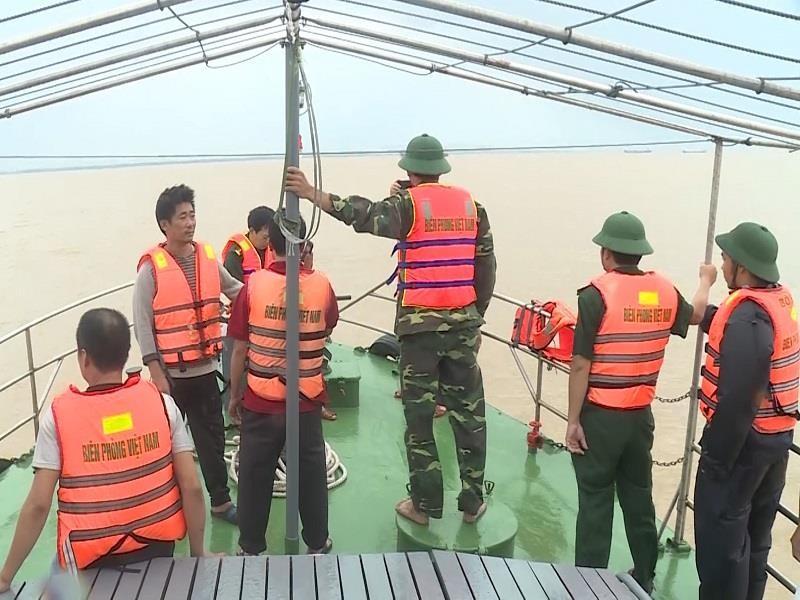 Bốn ngư dân Nghệ An mất tích trên biển được cứu sống - ảnh 1