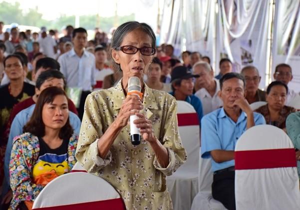 Chủ tịch Thừa Thiên-Huế dẫn người dân đi xem chỗ ở mới - ảnh 2