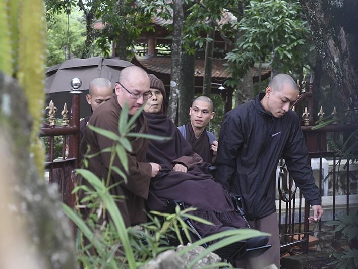 Thiền sư Thích Nhất Hạnh trở về Huế sau một tháng ở Thái Lan - ảnh 2