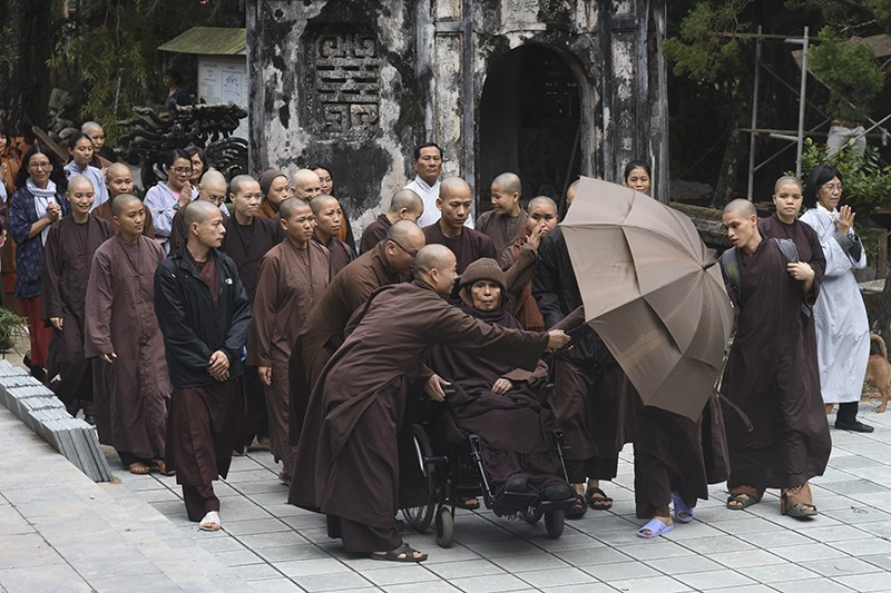 Thiền sư Thích Nhất Hạnh trở về Huế sau một tháng ở Thái Lan - ảnh 1