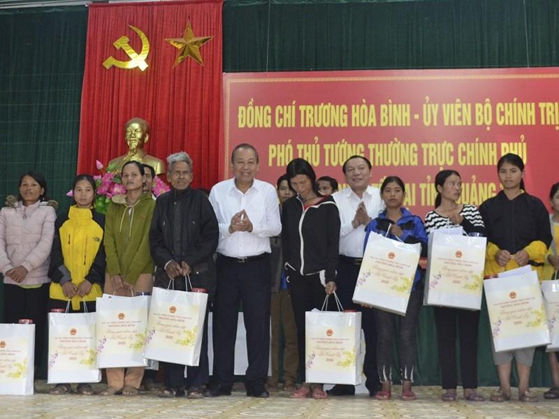 Phó Thủ tướng Trương Hòa Bình thăm, trao quà tết tại Quảng Trị - ảnh 2