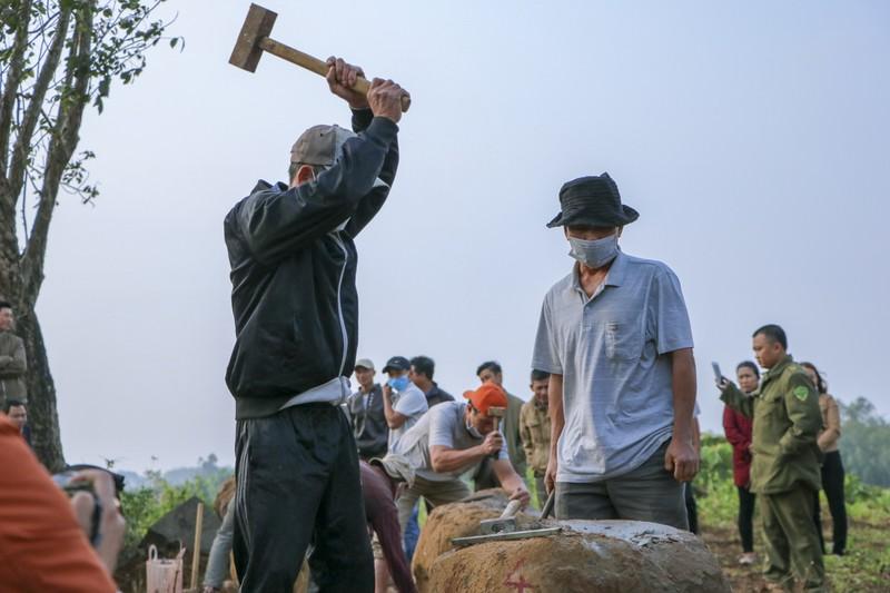 Độc đáo hội thi chẻ đá mồ côi ngày đầu xuân ở Quảng Trị - ảnh 3