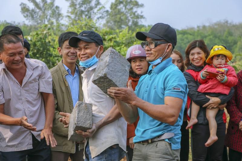 Độc đáo hội thi chẻ đá mồ côi ngày đầu xuân ở Quảng Trị - ảnh 8