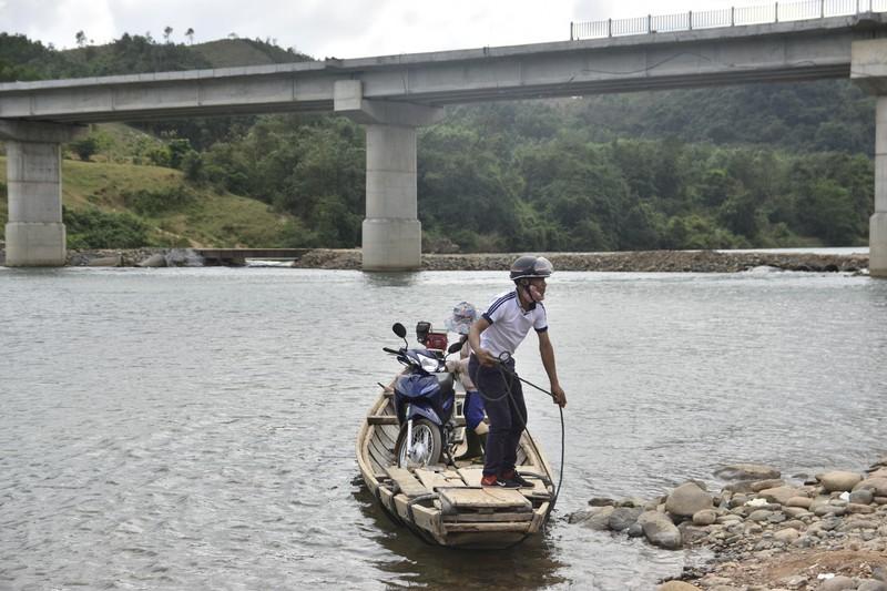 Nguy hiểm từ chuyến đò ngang trên sông Đakrông - ảnh 4