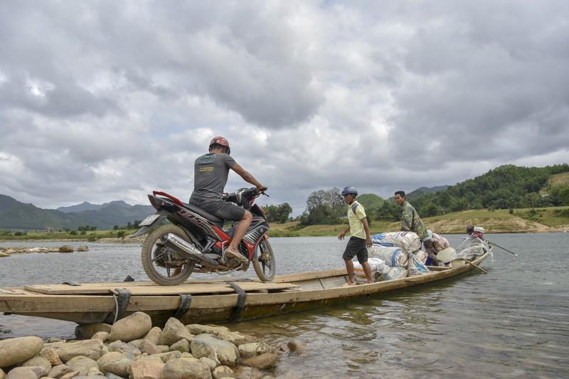 Nguy hiểm từ chuyến đò ngang trên sông Đakrông - ảnh 5