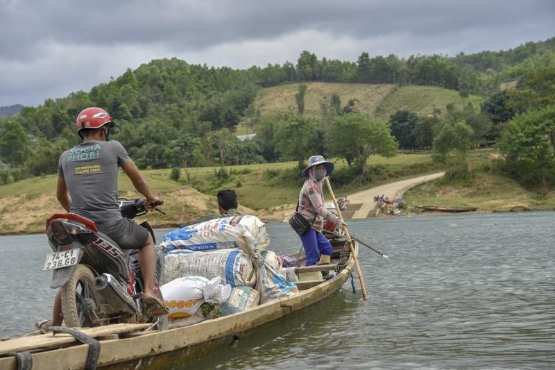 Nguy hiểm từ chuyến đò ngang trên sông Đakrông - ảnh 7