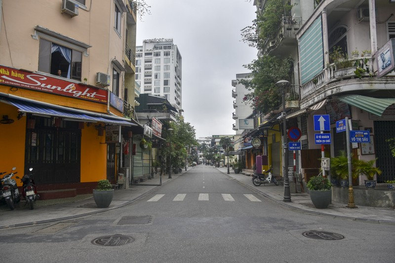 Phố Tây ở Huế trong ngày đầu vận động tạm ngừng hoạt động - ảnh 3