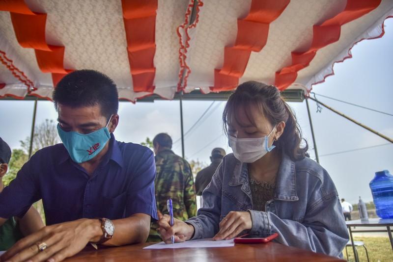 Thừa Thiên-Huế bắt đầu kiểm tra y tế tại các chốt chặn - ảnh 9
