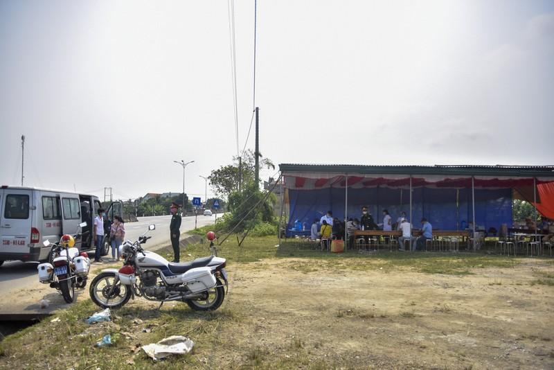 Thừa Thiên-Huế bắt đầu kiểm tra y tế tại các chốt chặn - ảnh 1
