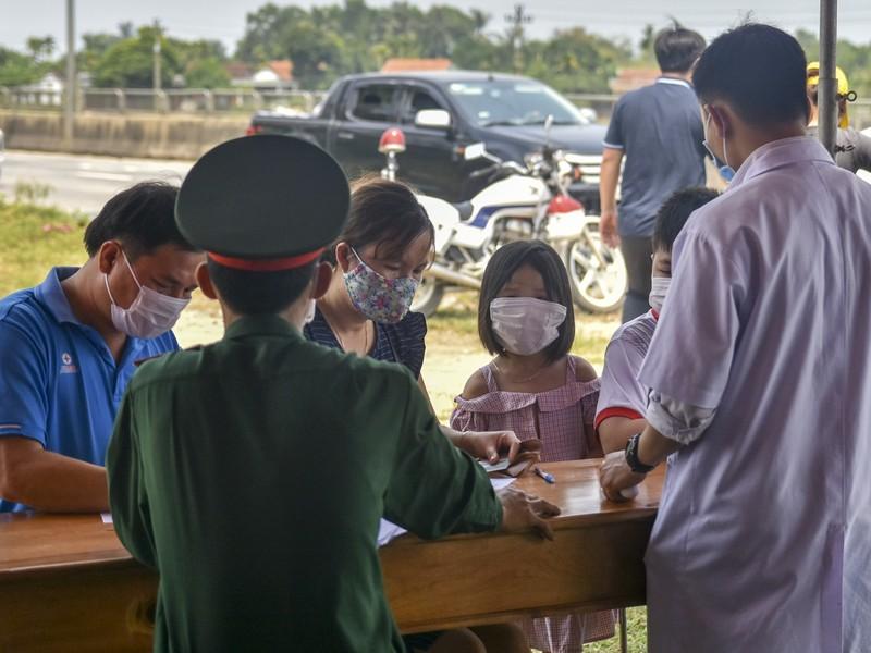 Thừa Thiên-Huế bắt đầu kiểm tra y tế tại các chốt chặn - ảnh 4