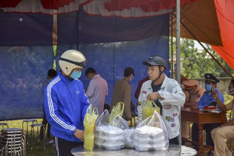 Thừa Thiên-Huế bắt đầu kiểm tra y tế tại các chốt chặn - ảnh 10