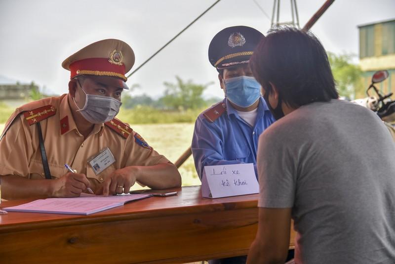 Thừa Thiên-Huế bắt đầu kiểm tra y tế tại các chốt chặn - ảnh 2