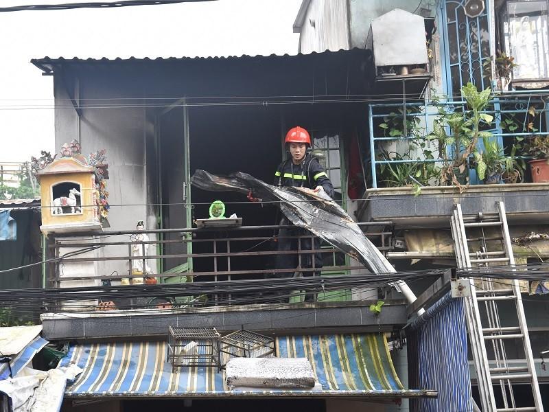 Cháy nhà 2 tầng ở Huế, 1 chiến sĩ bị thương - ảnh 2