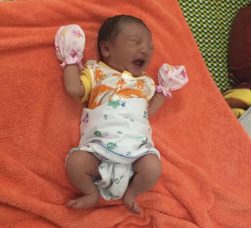 Bé gái 2,9 kg chào đời trong khu cách ly ở Huế - ảnh 3