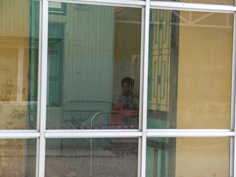 Bé gái 2,9 kg chào đời trong khu cách ly ở Huế - ảnh 1