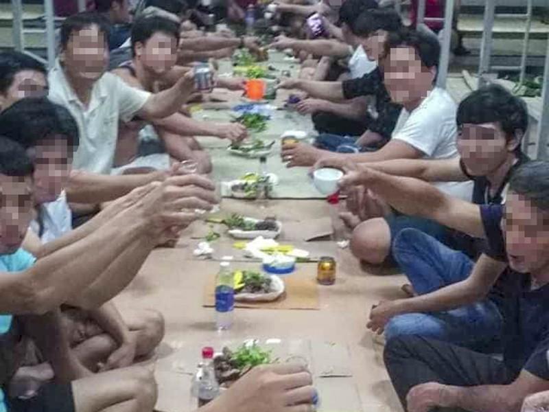 Bốn người tổ chức ăn nhậu trong khu cách ly bị phạt 800 ngàn  - ảnh 1